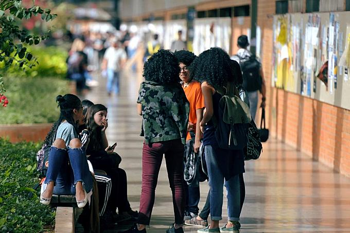 BRASIL DE FATO – Dez considerações sobre a pandemia, o ensino à distância e portaria do MEC